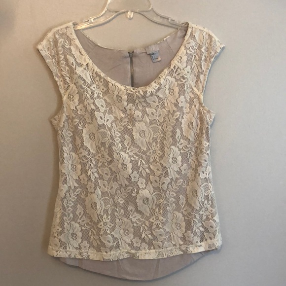 H&M Tops - Beautiful lace overlay top